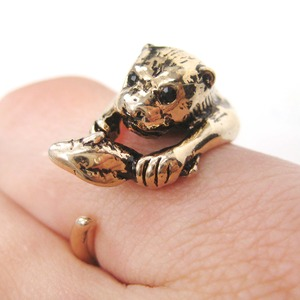 Otter With A Fish Animal Wrap Around Hug Ring in Shiny Gold - Sizes 4 to 9