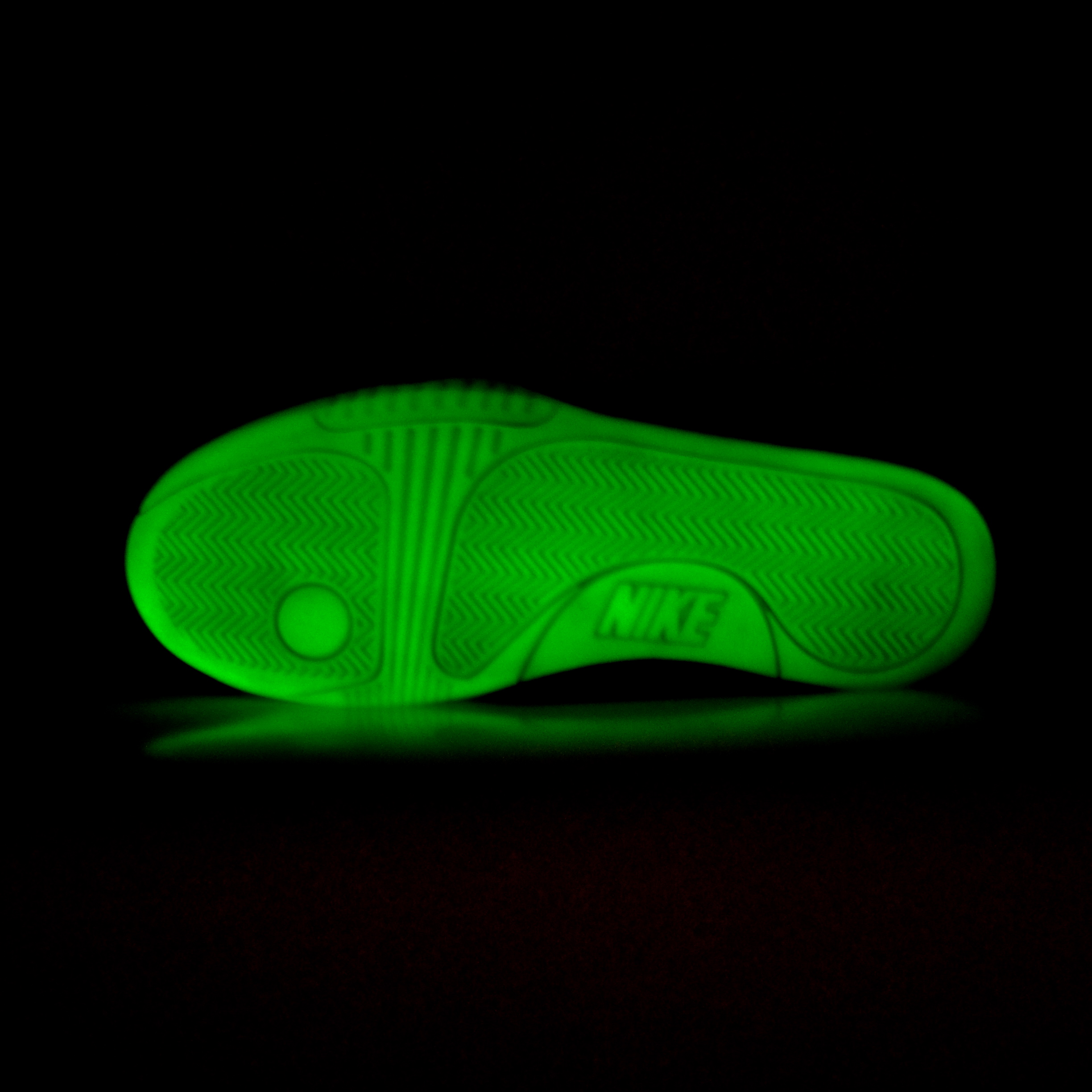 Nike Air Yeezy 2 NRG  Solar Red    Thumbnail 3