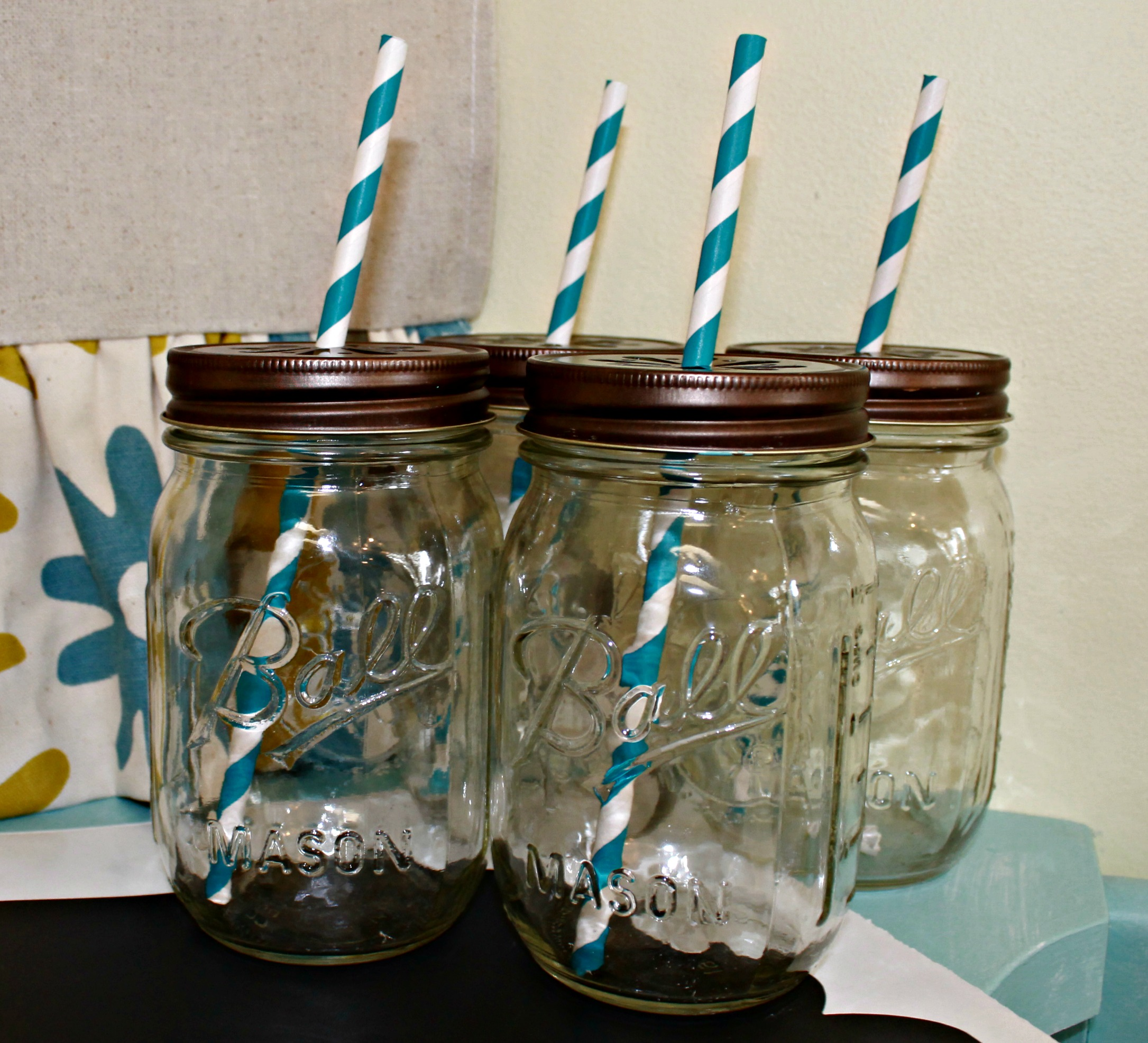 Absolutely fabulous set of ball jar glasses with daisy