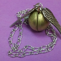 Golden_snitch_with_chain_medium