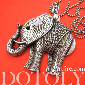 Large Detailed Elephant Animal Charm Necklace in Silver