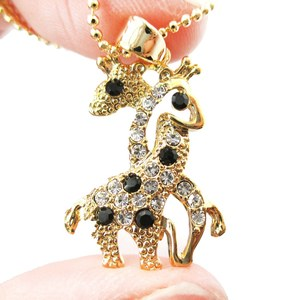Entwined Giraffes Shaped Rhinestone Animal Pendant Necklace in Gold