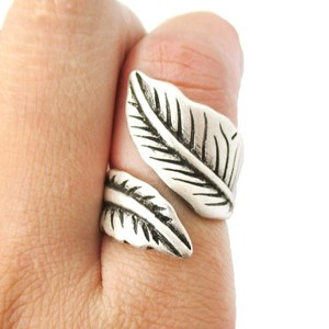 Pretty Leaves Shaped Floral Wrap Around Ring in Silver | Size 6 Only