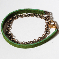 Delicate suede brass bracelet in green (double layer)