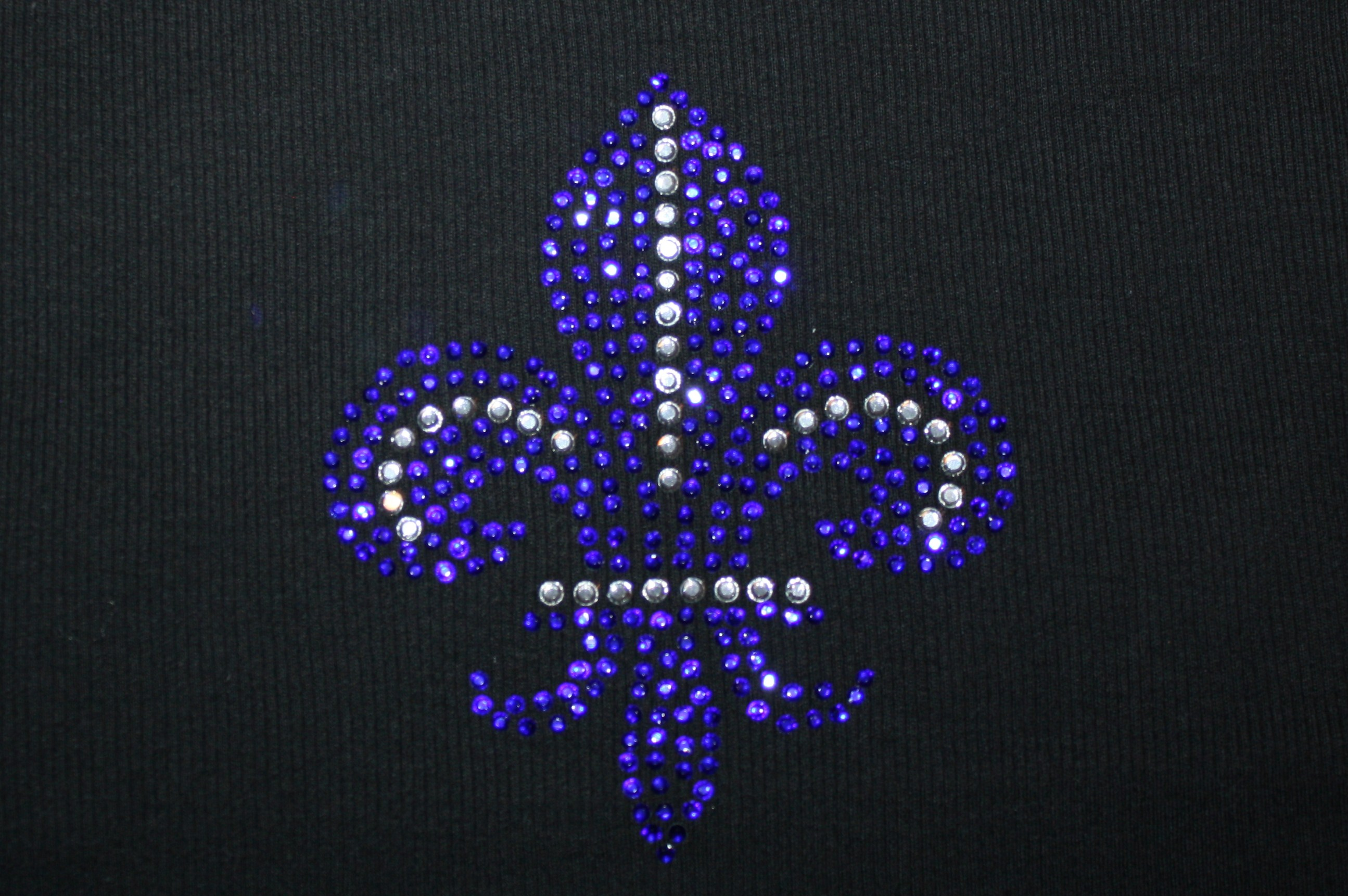 Blue_and_white_fleur_de_lis_on_black_original