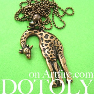 Simple Giraffe Animal Charm Necklace in Bronze