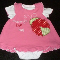 White Onesie with Pink Overlay Mommy's Love Bug-Wishes and Kisses Size 0-3 Months  CLM1