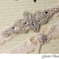 Wedding_20garter_20set_20ivory_20stretch_20lace_20rhinestone_20applique_20garter_20queen_203_medium