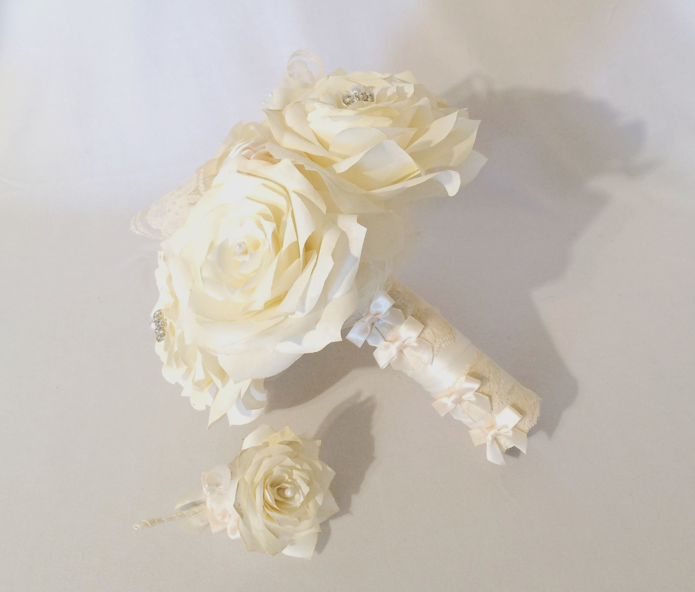 Ivory bridal bouquets ivory wedding bouquet paper for Bouquet chic