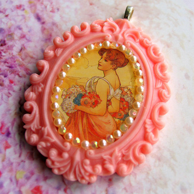 Large art nouveau cameo necklace