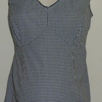 Black/White Gingham Sleeveless Top with Flowers-Motherhood Maternity Size Medium  GS513