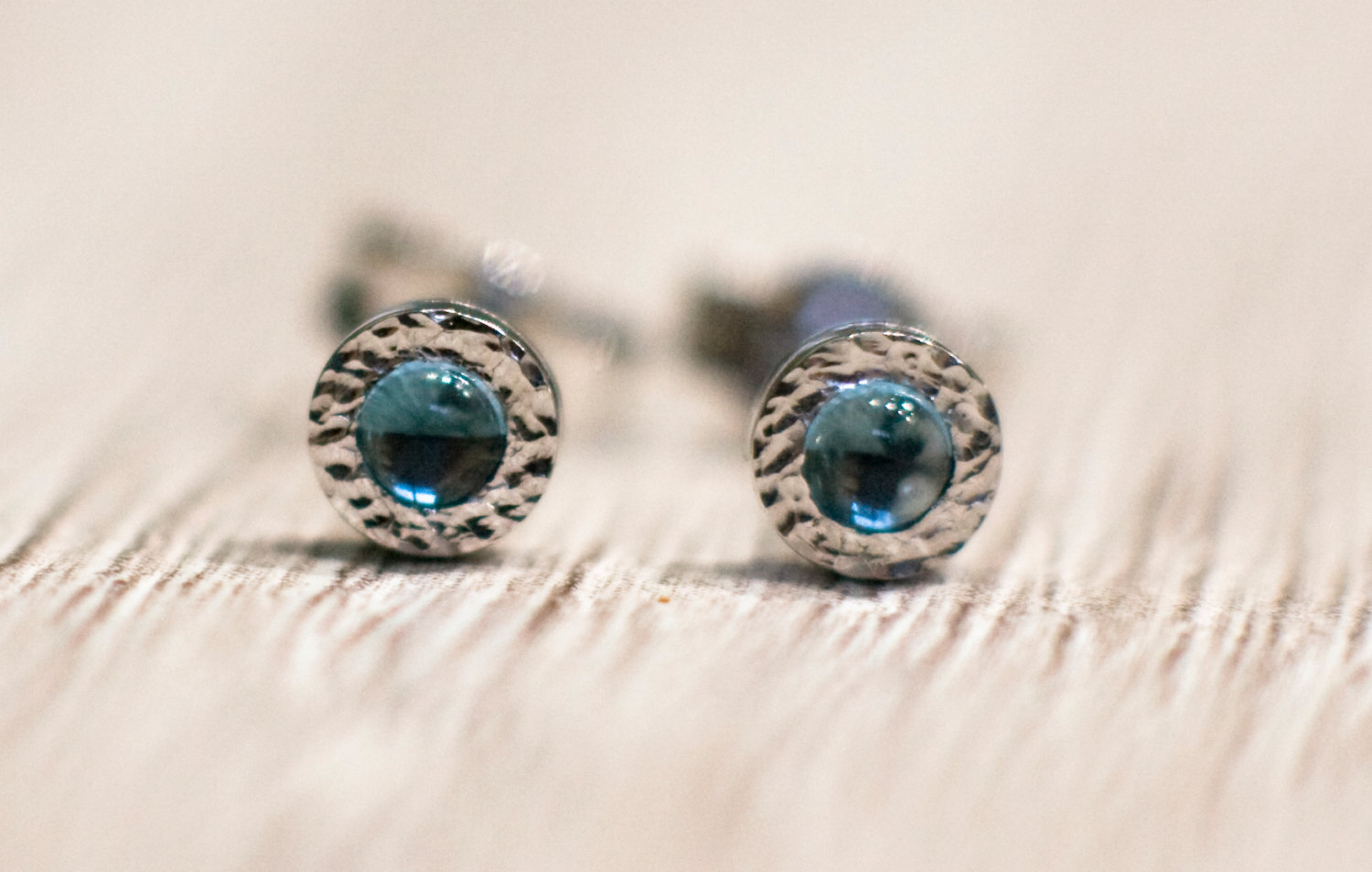 blue earrings white gold in with topaz stud