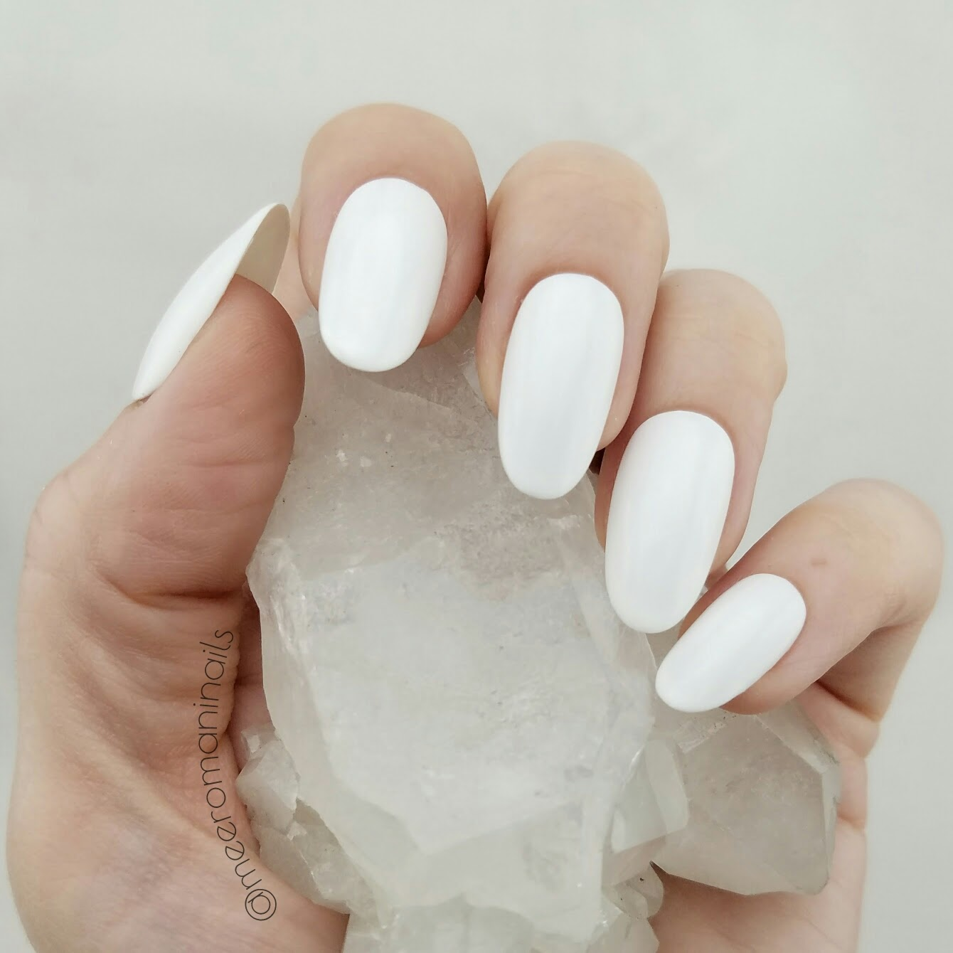 White Press On Nails · MEERO MANI NAILS · Online Store Powered by ...