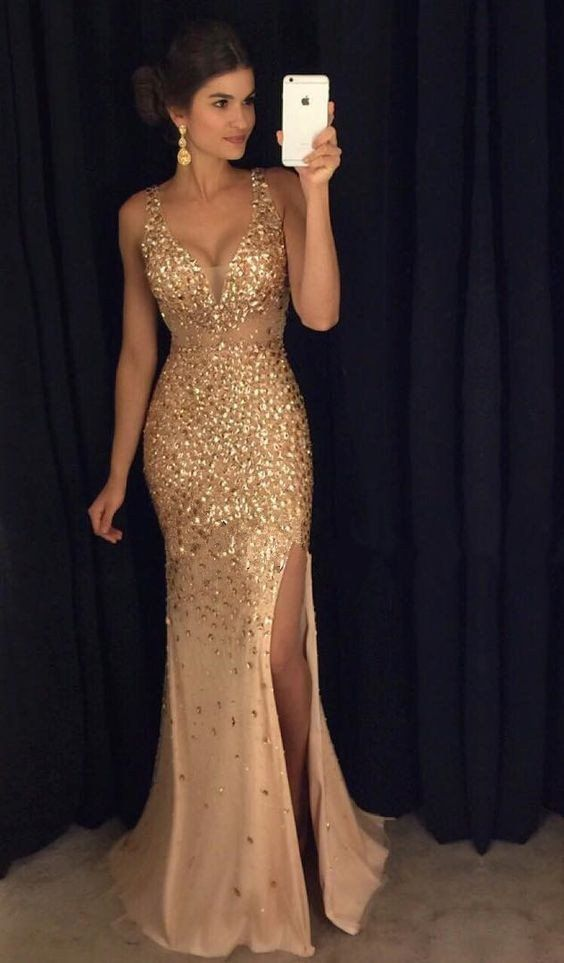 Tight-Fitting Prom Dresses