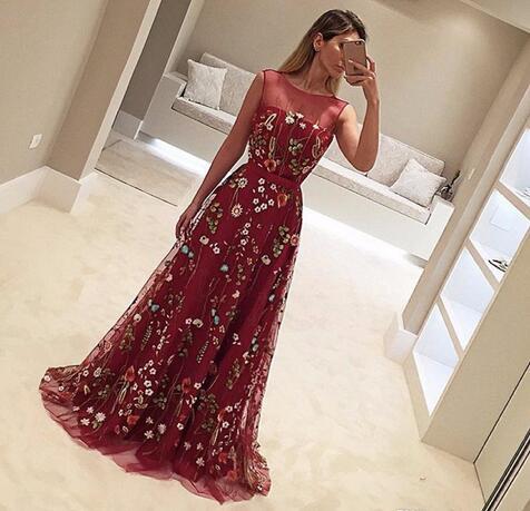 2018 Designer Burgundy Prom Gowns Vestidos De Fiesta Scoop Neck