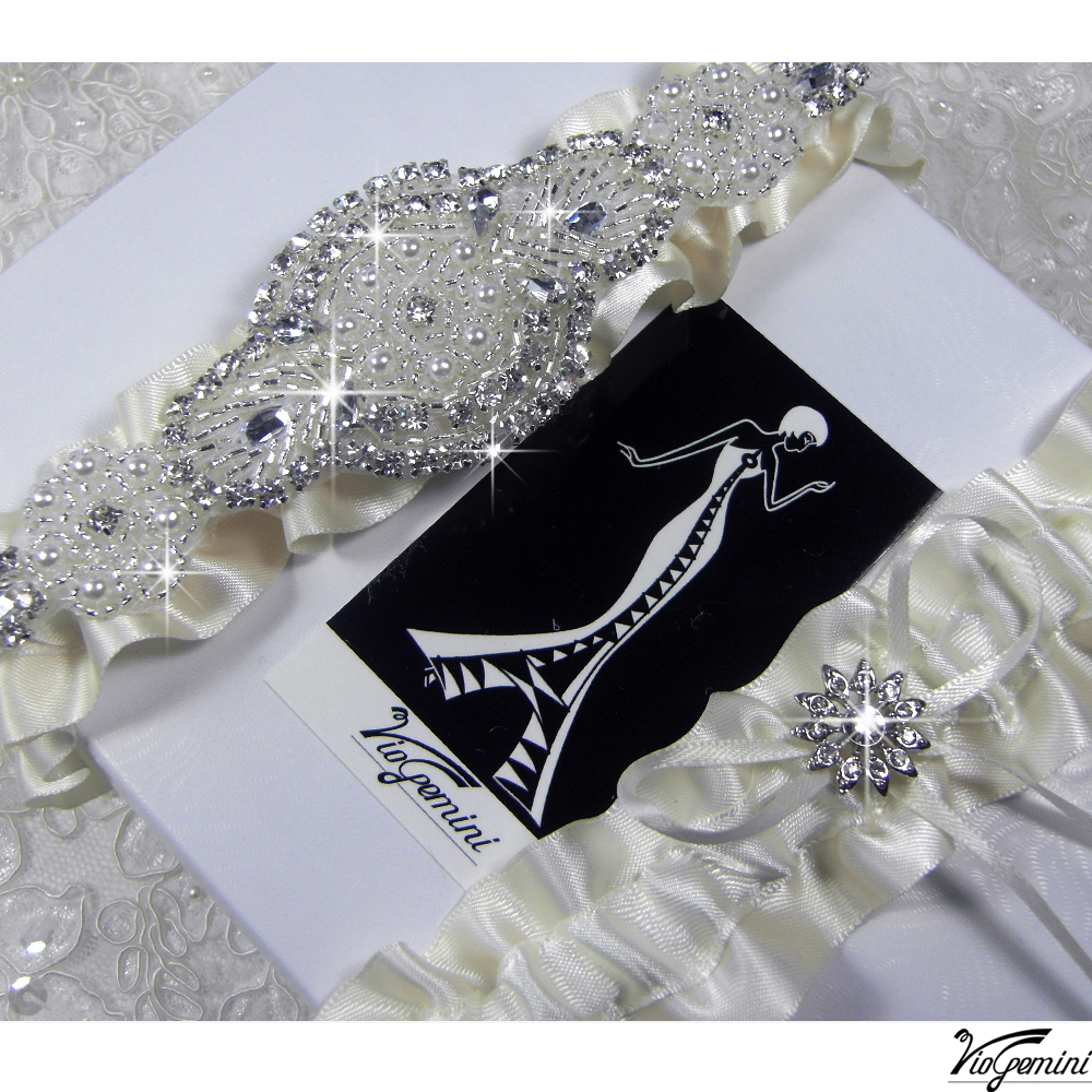 Wedding_20garter_20set_20satin_20ribbon_20rhinestone_20applique_20viogemini2_original