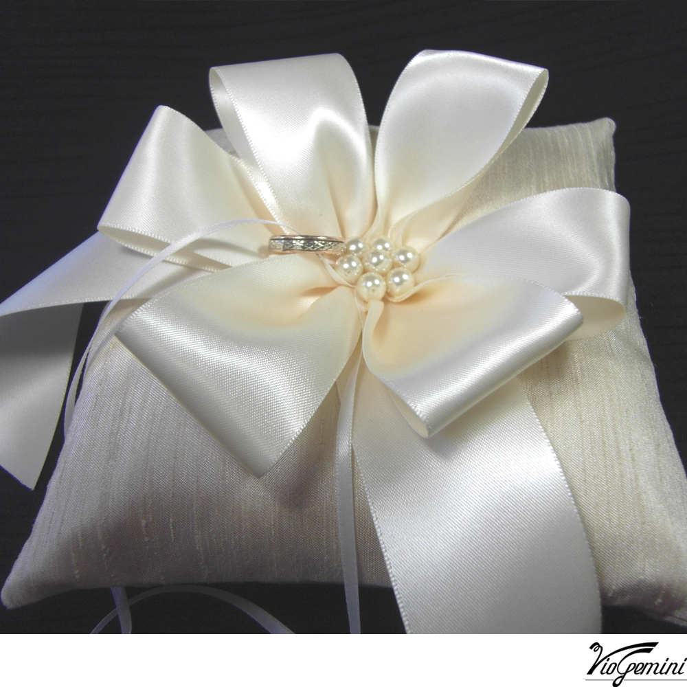 Shantung_20with_20ribbon_20flower_20and_20pearl_20center1_original