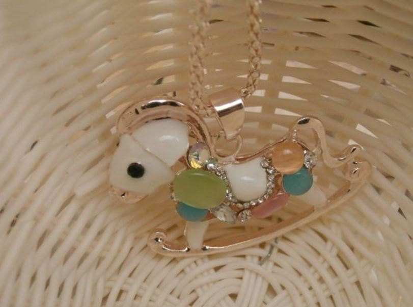 Q Teen French Romantic Creamy Pony Horse Necklace Jewelry Accessories Women Girl Gift