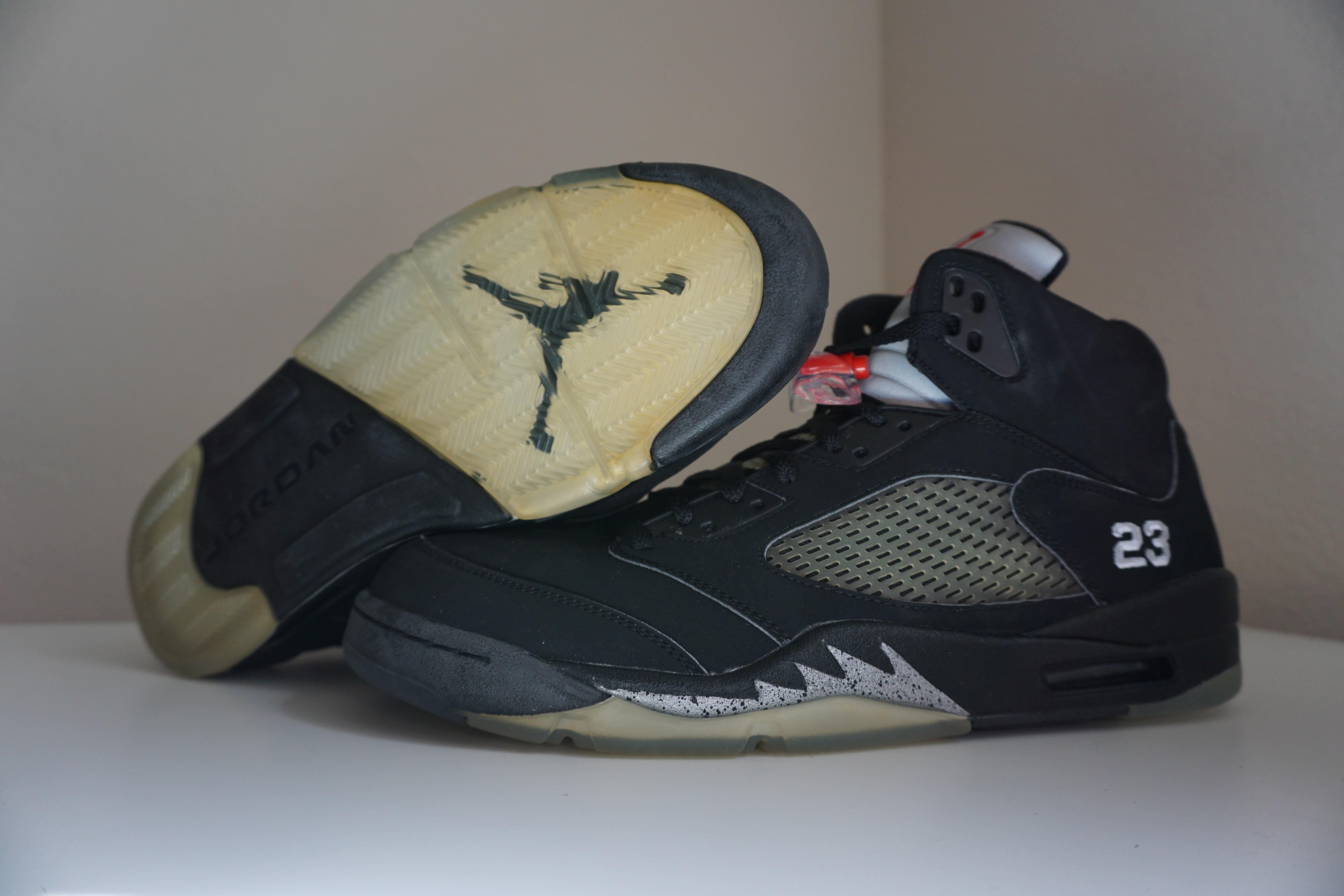 7541e655e6f2e4 Air Jordan 5 (V) 2007 Retro Black   Metallic Silver- Red 23 · Estilo ...