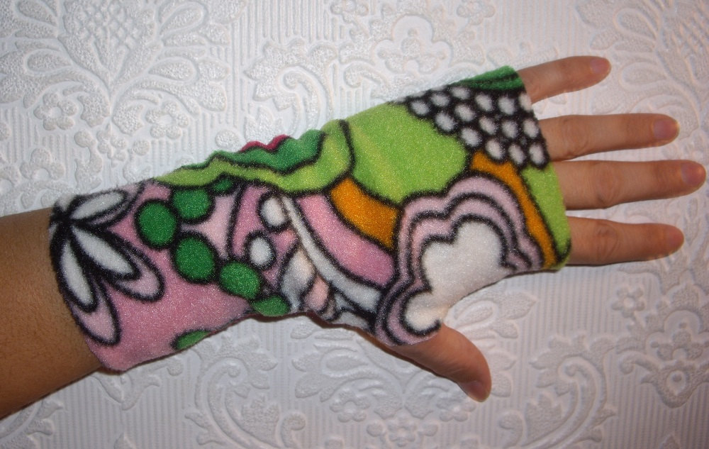 Fleece Hand Warmers Black with Misfits Skull Fingerless Gloves