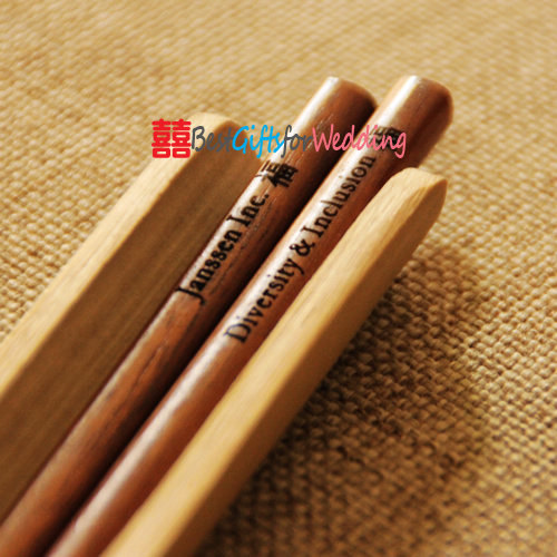 Free Shipping Wedding Favor 100 Pairs Personalized Engraved Fine Wood Chopsticks Dark Brown
