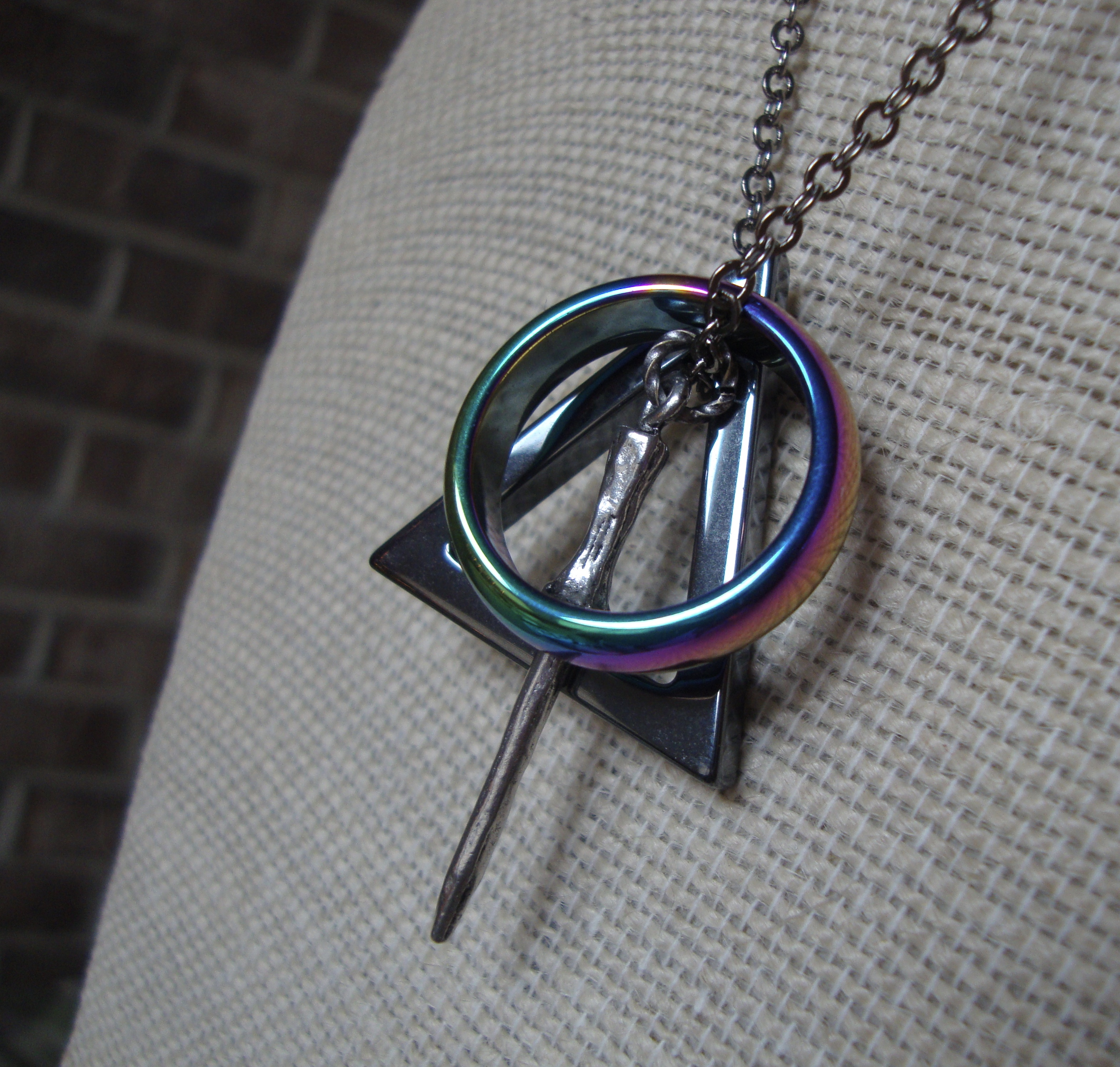 Finest The Deathly Hallows ~ Unisex Harry Potter Necklace with Black and  HV37