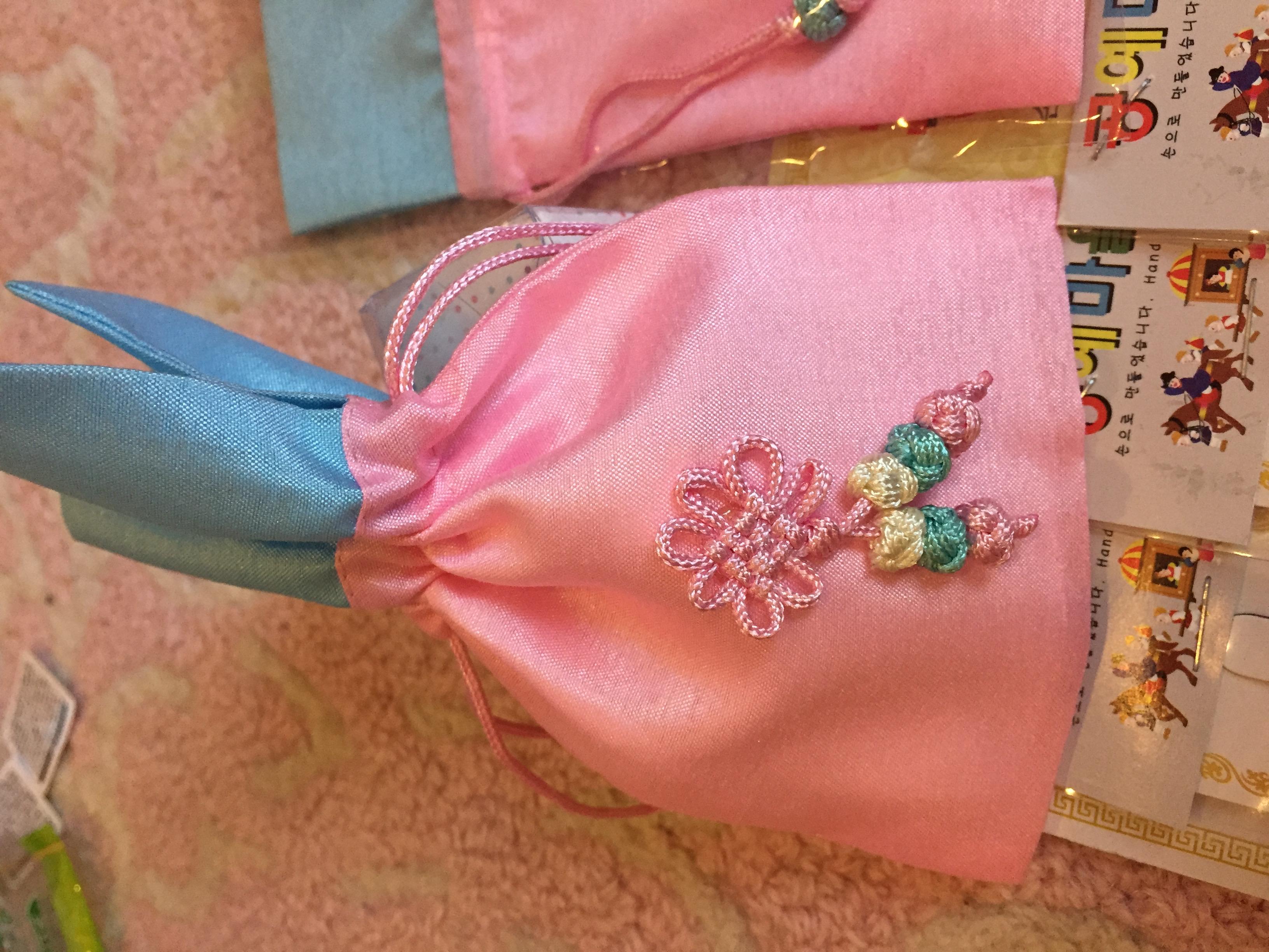 Cute Korean keychains and pouches (read description)