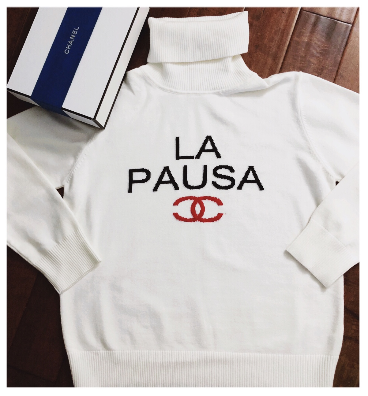 Womens Cruise 2019 La Pausa White Turtleneck Sweater Thread And